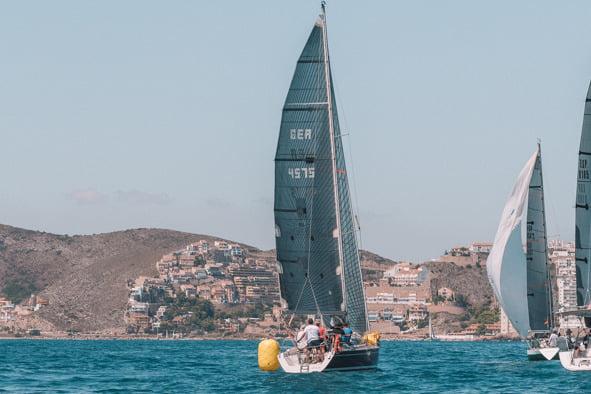 El Espitos Uno vence en Cullera en una regata marcada por el fuerte viento